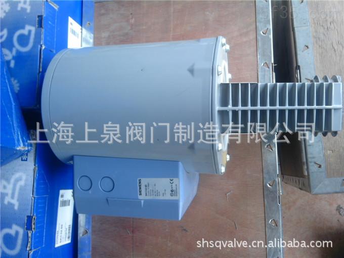 SKC32.60执行器参数: 额定推力 2800N 额定冲程 40mm 带有弹簧复位功能 仅SKC32.51,SKC82.51符合DIN32730 防护等级 IP54 环境温度 -15…55 介质温度 -25…220(350) 安装位置 竖直到水平 工作方式 电动液压 SKC32.60执行器功能概览: